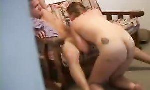 Сосед разрешил посмотреть, как пялит свою подружку