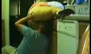 Вылизал и трахнул жируху на кухне по-быстрому