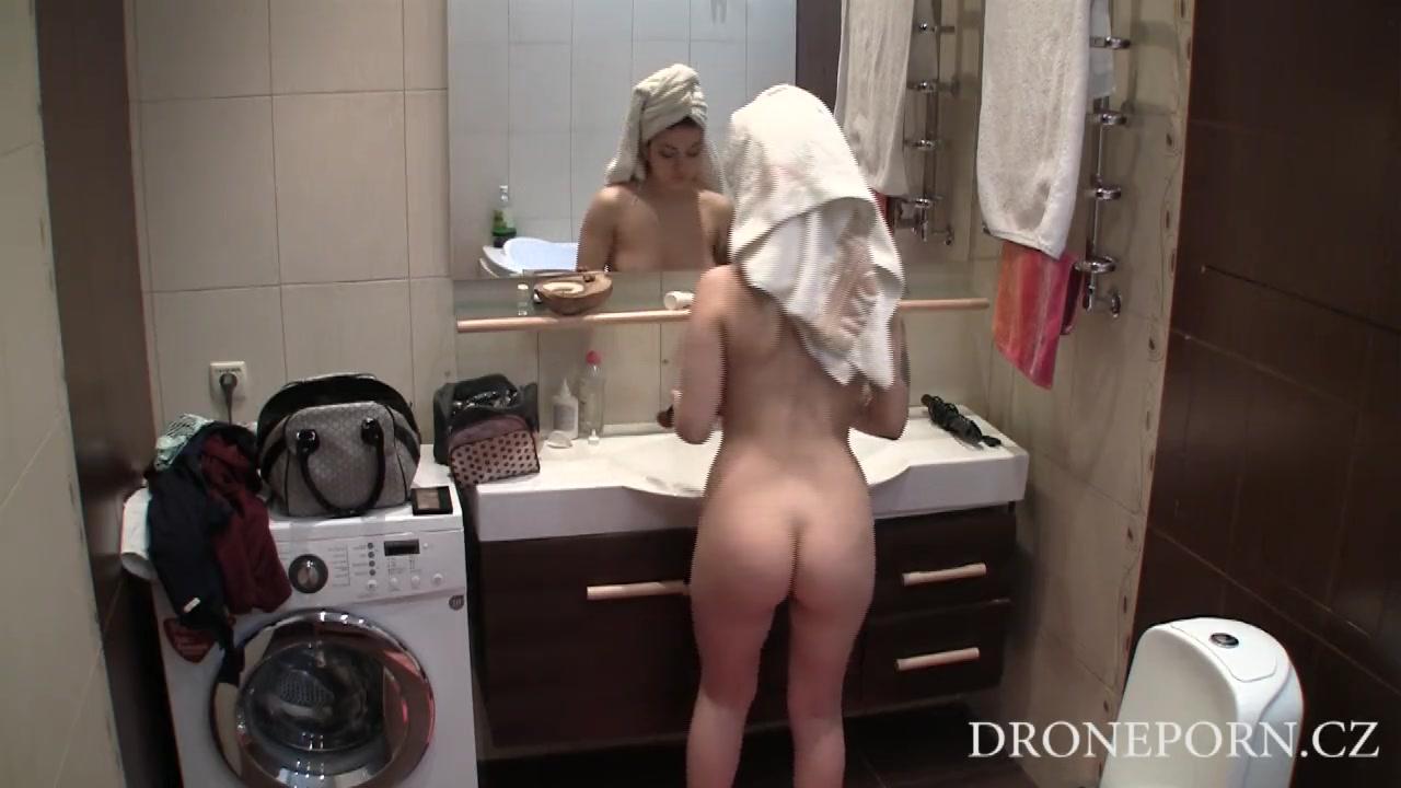 Скрытая камера за девушками у ванной, порно с сашей сашей