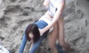 Предложила парню секс на пляже