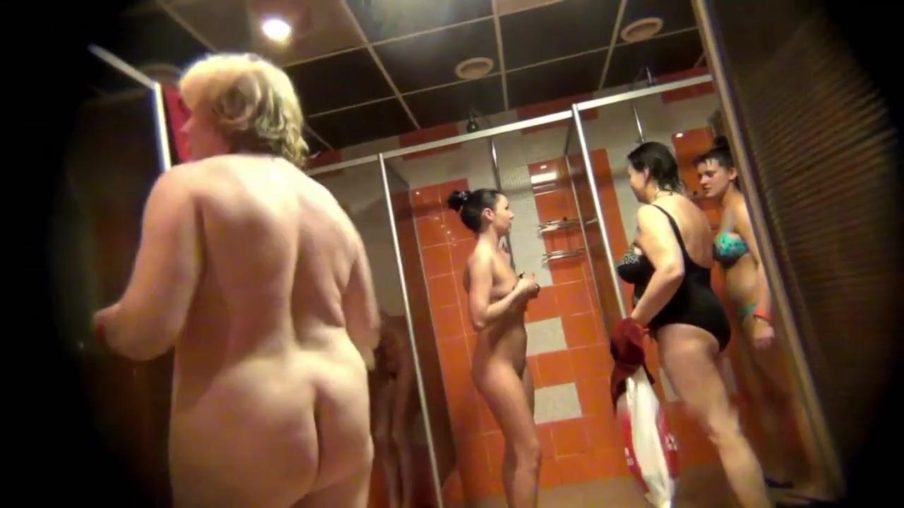 Фотогалереи голых раздевалке бани видео