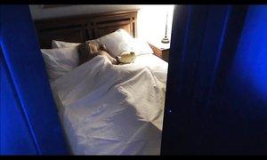 Спящая блондинка онанирует во сне